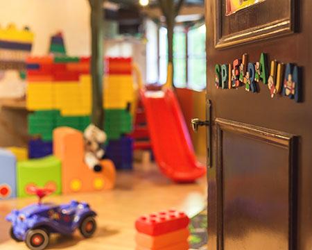 Kinderspielraum & Bücherei
